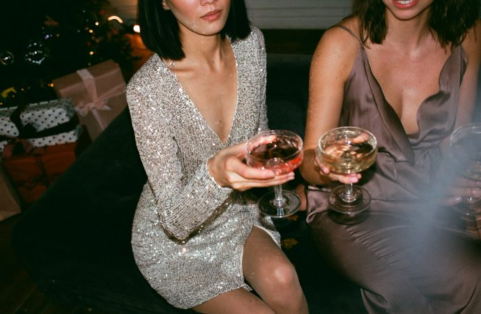 How to Accessorize Cocktail Party Dresses?